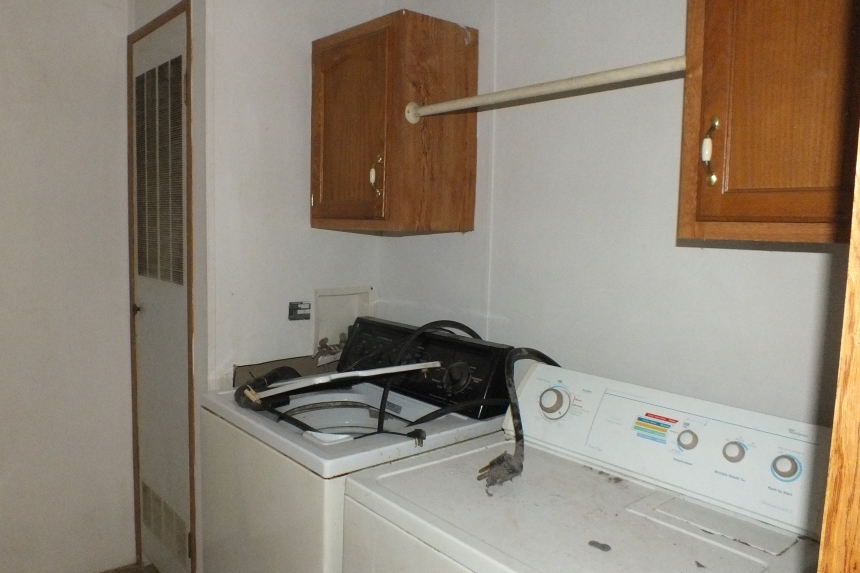 Photo Of Double Wide Home 2000 Dutch Washer And Dryer